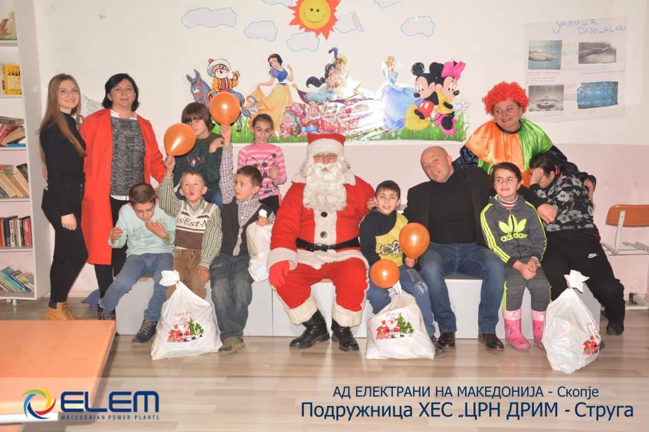 """ХЕС """"Црн Дрим"""" со новогодишно изненадување за децата од ОУ """"Браќа Миладиновци"""" во Струга"""